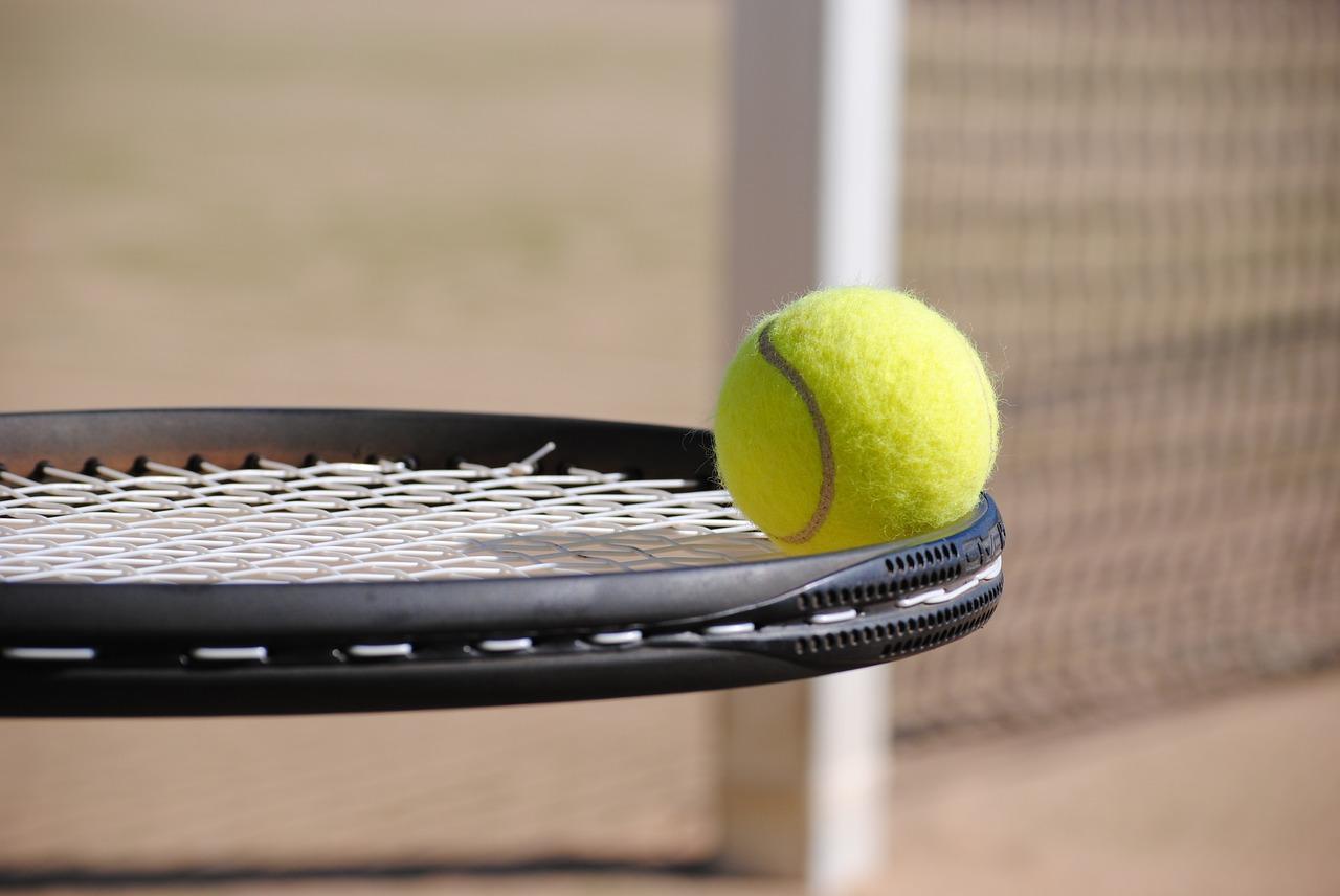 「夏のテニスウェアをNIKEで購入、白のハーフパンツがなくて困る」のアイキャッチ画像