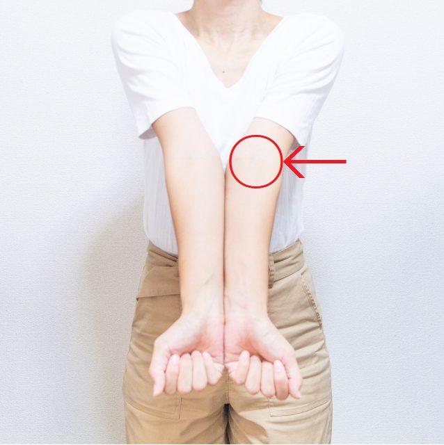 「汗で肘の内側がかゆい人に!五分袖インナーシャツがいい!」のアイキャッチ画像