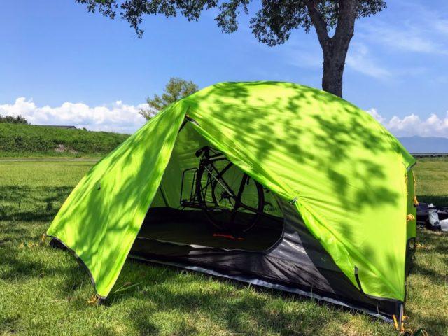 「テント「Naturehike Mongar2」設営レビュー。室内空間が広く大量の荷物、自転車も入る!」のアイキャッチ画像