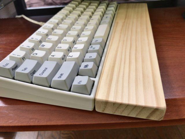 「キーボード用のパームレストはDIYショップの木材で簡単に自作できる」のアイキャッチ画像