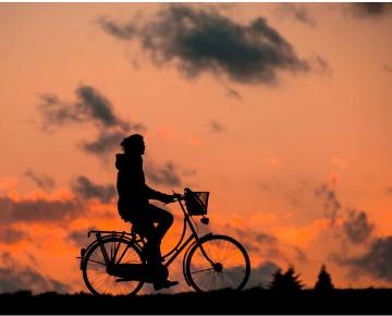 「通勤、通学用自転車の選び方とおすすめグッズを紹介します」のアイキャッチ画像